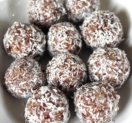 Healthy Cashew and Date Balls | MoniMeals