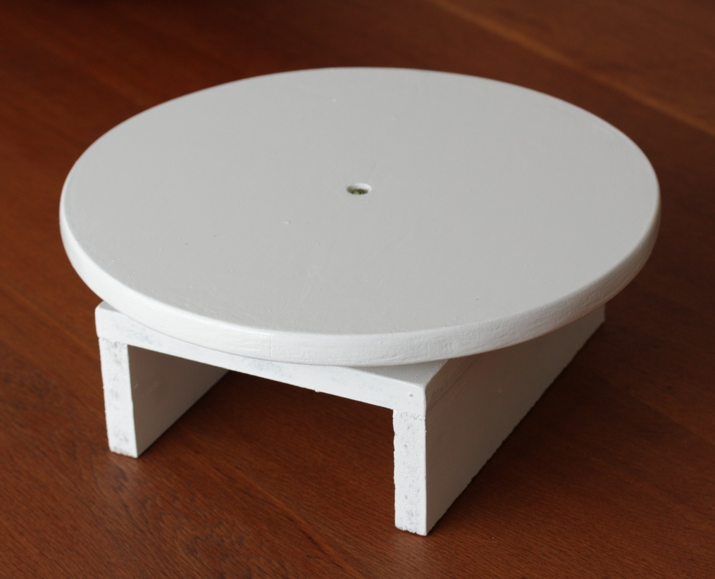 How To Paint A Cake Stand