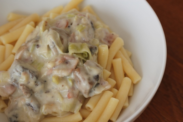 Bacon, mushroom leak pasta